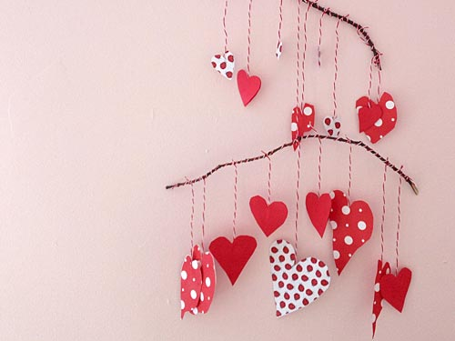 How To Make A Pretty Paper Heart Mobile Using Leftover Paper