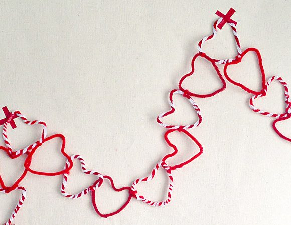 Kids Craft: Pipe Cleaner Hearts Valentine's Garland