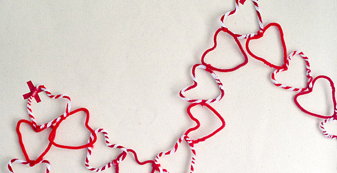 Kids Craft: Pipe Cleaner Heart Garland