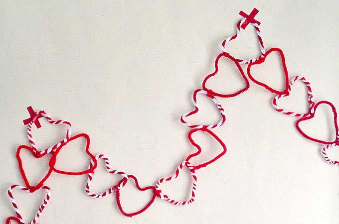 Why buy Valentine's Day decorations when your kids can make them at home? These Pipe Cleaner Hearts make the most adorable diy heart garland!