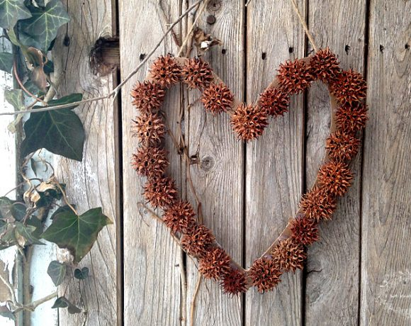 How To Make A Sweetgum Wreath
