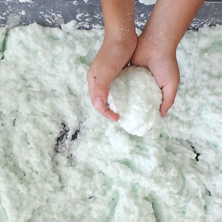 Do you live in an area where the sun never sleeps? Do your kids pine for a snow day? Well then, read on to find out how to make fake snow for kids!