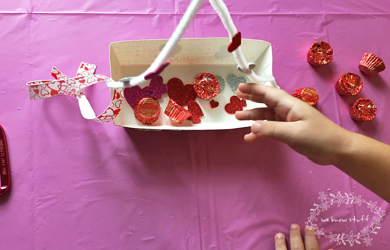 How To Make A Zip Line: This super cute Valentine's Day Craft is a fun way to focus on STEM principals at home and can be easily adapted for older kids too.