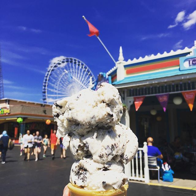 Are you taking a NY state road trip this summer? Make sure you stop by the Darien Lake Theme Park Resort located 45 minutes from Niagara Falls!