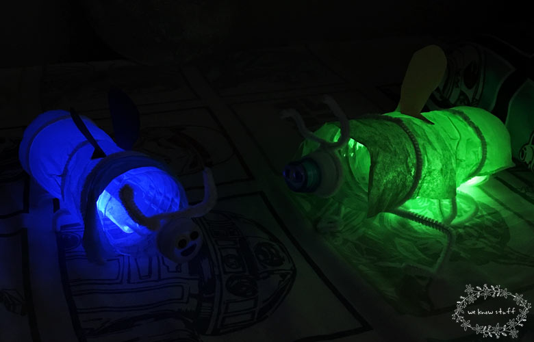 In the city, we don't get to see real fireflies. This glowing plastic bottle firefly craft is a fun way to show my kids what they look like when night falls!
