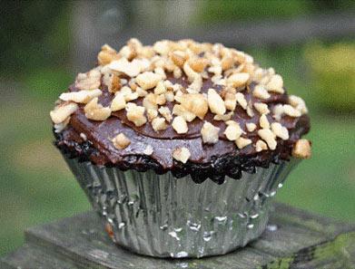 Chocolate Zucchini Cupcakes with Chocolate Ganche, www.weknowstuff.us.com