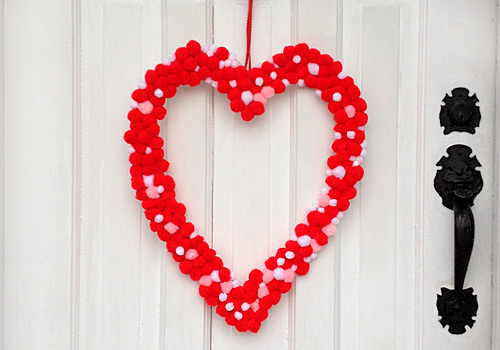 PomPom Heart Wreath, www.weknowstuff.us.com