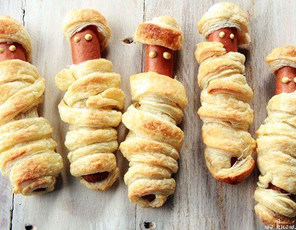 halloween mummy hot dogs