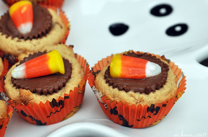 Triple-Treat! Get it? Trick or treat? Sigh. Nevermind, these cute and creative mini Halloween cupcakes are the perfect size for small hands. They are easy to make and fun to decorate.