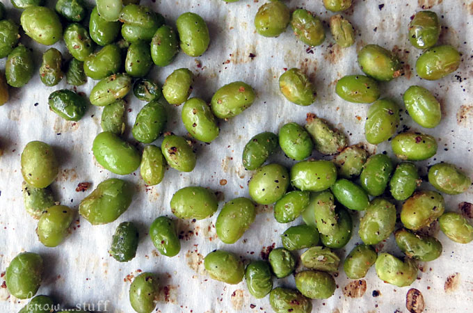 This Crispy Roasted Edamame Snack can be enjoyed on its own or as a gluten-free topping for salads. They paired wonderfully with my avocado salad and Grapefruit Vinaigrette Recipe.