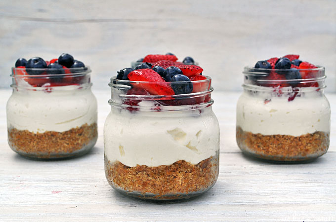 This Mason Jar Cheesecake Recipe is a simple yet impressive dessert in a jar for barbecues and potlucks this summer, or Back-To-School lunch boxes too!