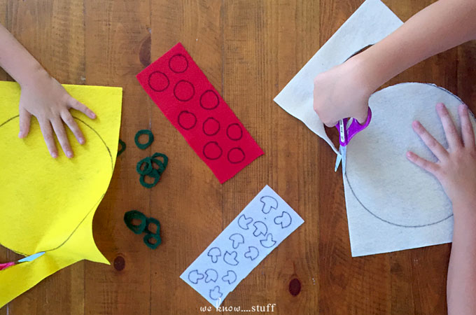This felt pizza craft is a fun way to get your kids excited about making dinner. It's also an excellent fine motor skills activity for little hands.
