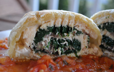 Chicken & Mushrooms in Puff Pastry with Tomato-Tarragon Sauce, www.weknowstuff.us.com