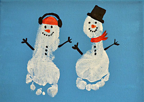 We're loading up on all sorts of Snowman Project Ideas to keep our little ones busy when it's too cold to go outside! Canvas art and cotton balls, oh my!