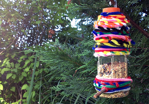 Pipecleaner bottle bird feeders we know stuff for How to make a cool bird feeder